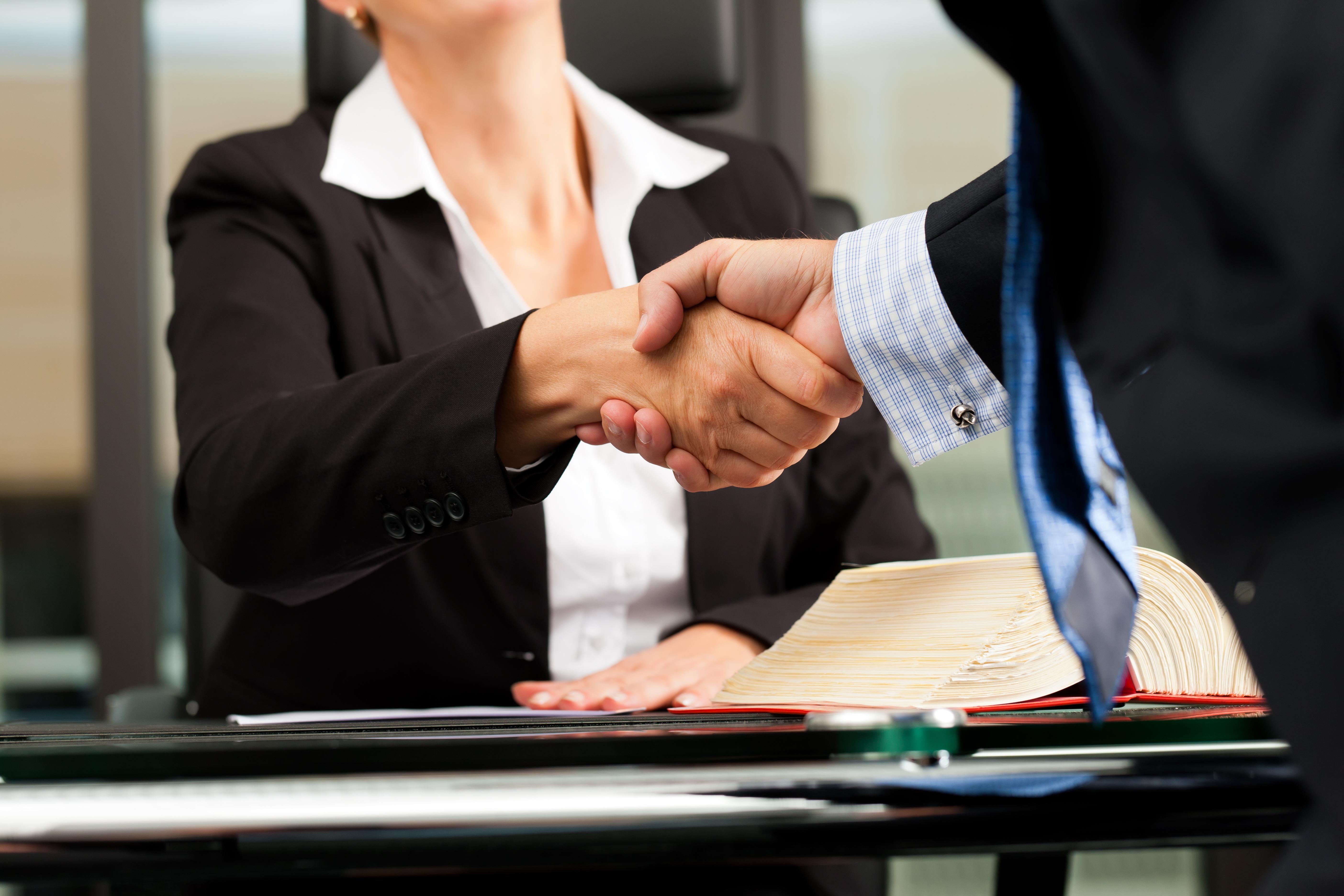 Firma Legal de Abogados en Español de Acuerdos en Casos de Compensación Laboral, Mayor Compensación de Pago Adelantado en Chicago